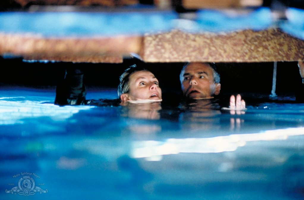 Jack O'Neill and Sam Carter nearly drown in 'Descent'