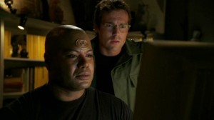 Teal'c and Daniel Jackson do research in 'Fragile Balance'